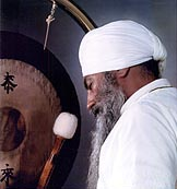 yogi bhajan uses gong for meditation